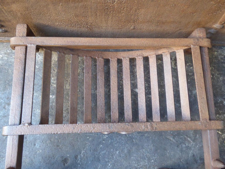 19th Century English Victorian Fireplace Grate or Fire Grate For Sale 4