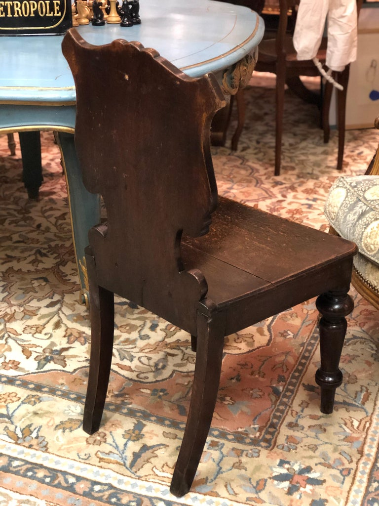 19th Century English Victorian Hand Carved Oak Hall Chairs In Good Condition For Sale In London, GB