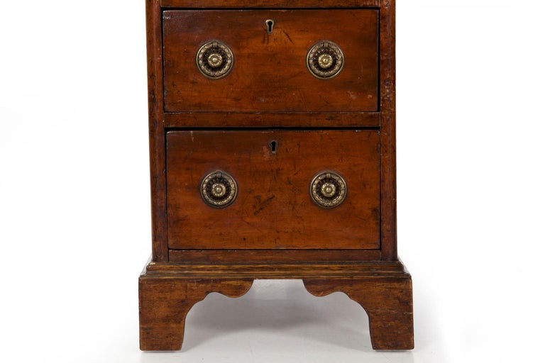 19th Century English Victorian Mahogany Leather Antique Pedestal Desk For Sale 4