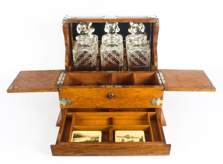 19th Century English Victorian Oak Three Crystal Decanter Tantalus  For Sale 5