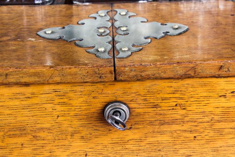 19th Century English Victorian Oak Three Crystal Decanter Tantalus  For Sale 1