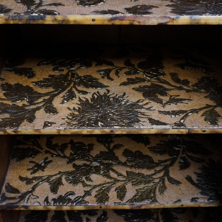 19th Century English Victorian Tiger Bamboo Lacquer Cabinet with Gilt Wallpaper For Sale 8