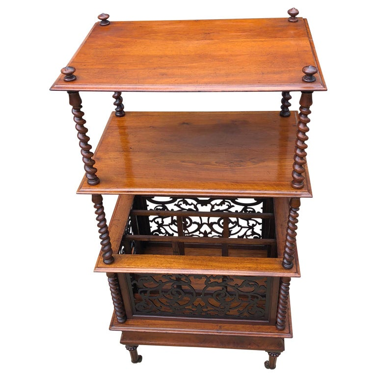 19th Century English Walnut Ètagerè and Music Stand For Sale 1