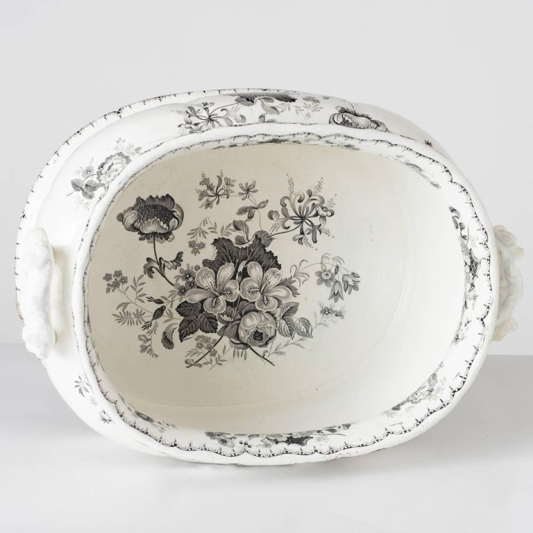 19th Century English Woodbine Pattern Transferware Foot-Tub In Good Condition For Sale In New Preston, CT