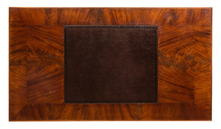 19th Century English Writing Desk, Partner Style, Leather Top, Wood Grain Veneer In Good Condition For Sale In Madrid, ES