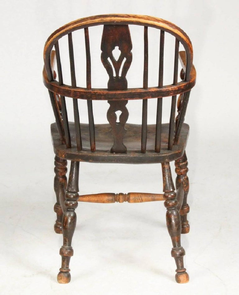 British Colonial 19th Century English Bow-Back Windsor Chair For Sale