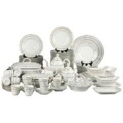 19th Century Extensive Porcelain Dining Service 'Vieux Paris'