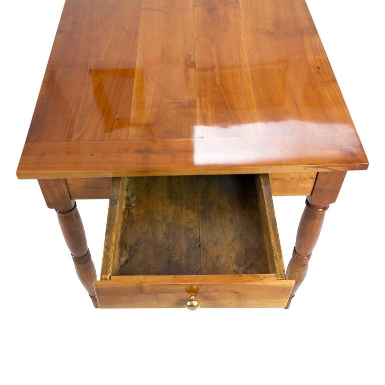 19th Century Farmhouse Biedermeier Solid Cherrywood Table In Good Condition For Sale In Darmstadt, DE