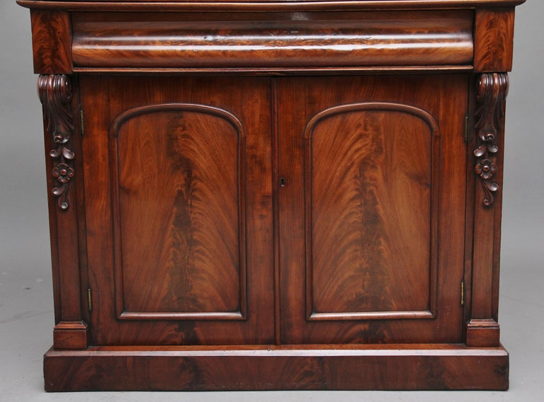 19th Century Flame Mahogany Chiffonier For Sale 1