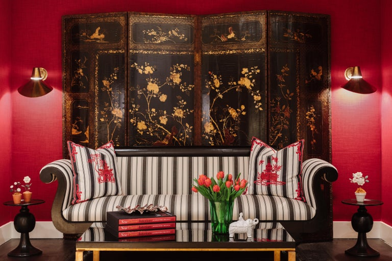 19th Century Four Panel Japanned Screen with Gilt and Red Decor For Sale 1