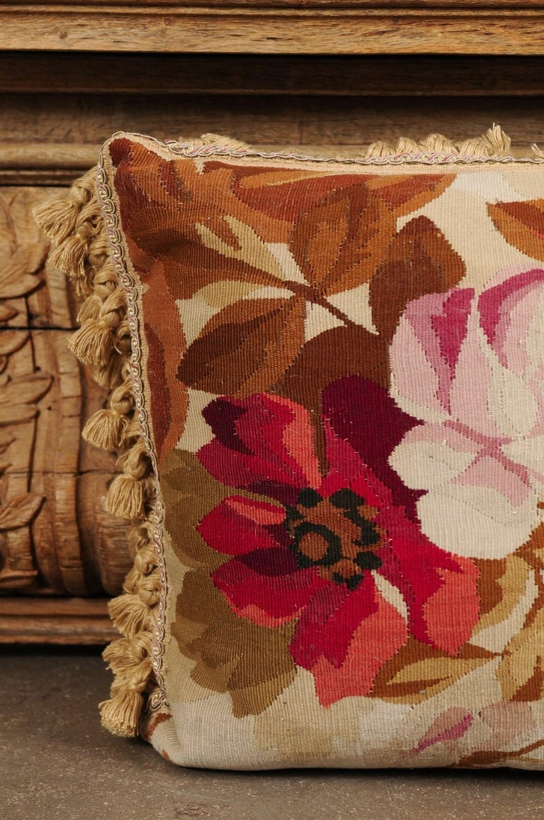 19th Century French Aubusson Woven Tapestry Pillow with Floral Décor and Tassels For Sale 6