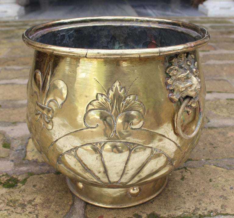 19th Century French Bronze Planter with Fleur-de-lis and Lion Head Side Handles For Sale 1