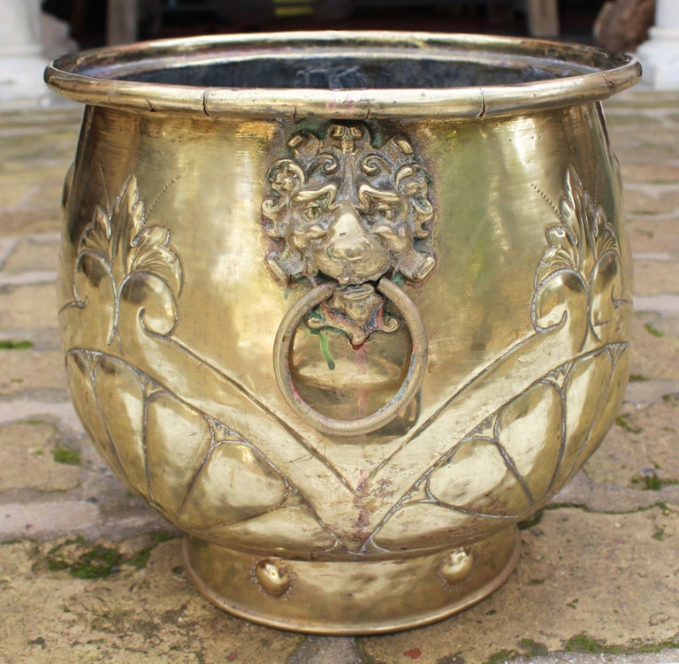 19th Century French Bronze Planter with Fleur-de-lis and Lion Head Side Handles For Sale 2