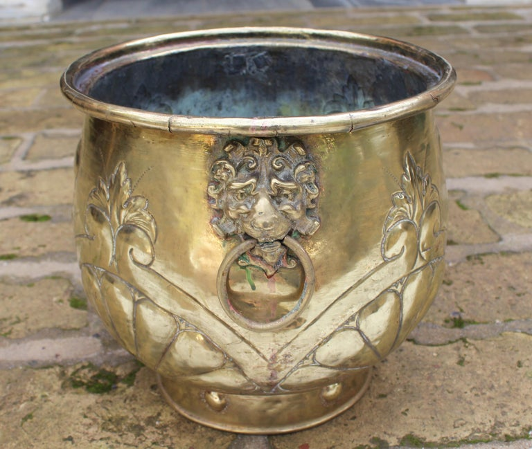 19th Century French Bronze Planter with Fleur-de-lis and Lion Head Side Handles For Sale 3