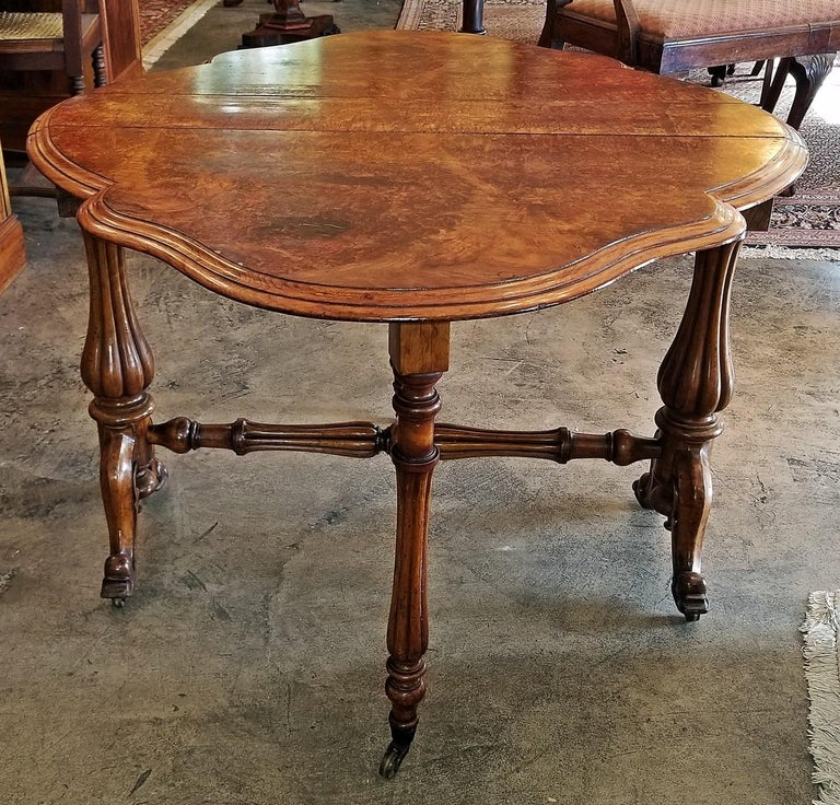 19th Century English Burl Walnut Sutherland Table In Good Condition For Sale In Dallas, TX