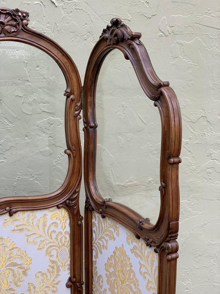 19th Century French Carved Walnut and Glass, Three-Fold Ulholstered Screen For Sale 5