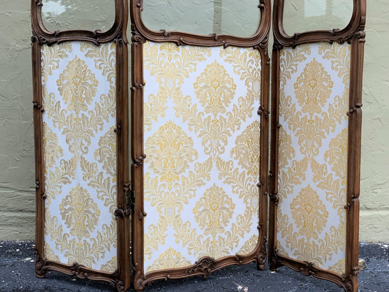 19th Century French Carved Walnut and Glass, Three-Fold Ulholstered Screen For Sale 10