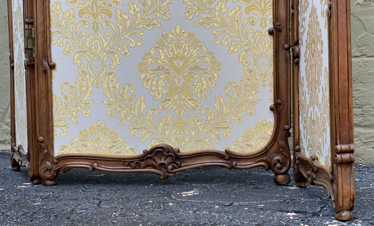 19th Century French Carved Walnut and Glass, Three-Fold Ulholstered Screen For Sale 11