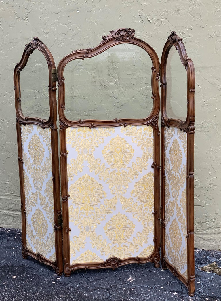 19th Century French Carved Walnut and Glass, Three-Fold Ulholstered Screen For Sale 3
