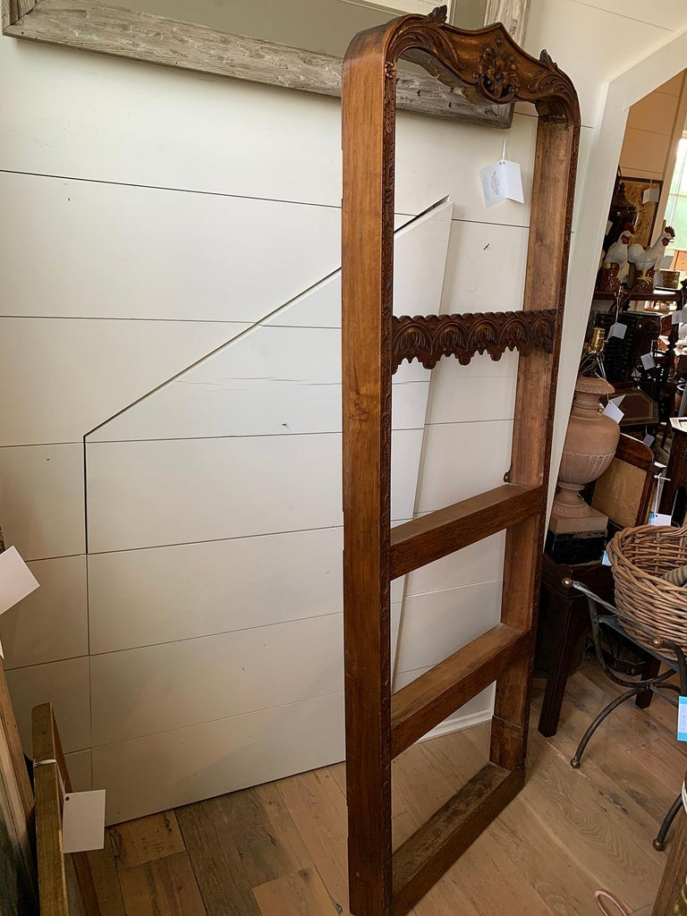 19th Century French Carved Wooden Plate Rack In Good Condition For Sale In Atlanta, GA