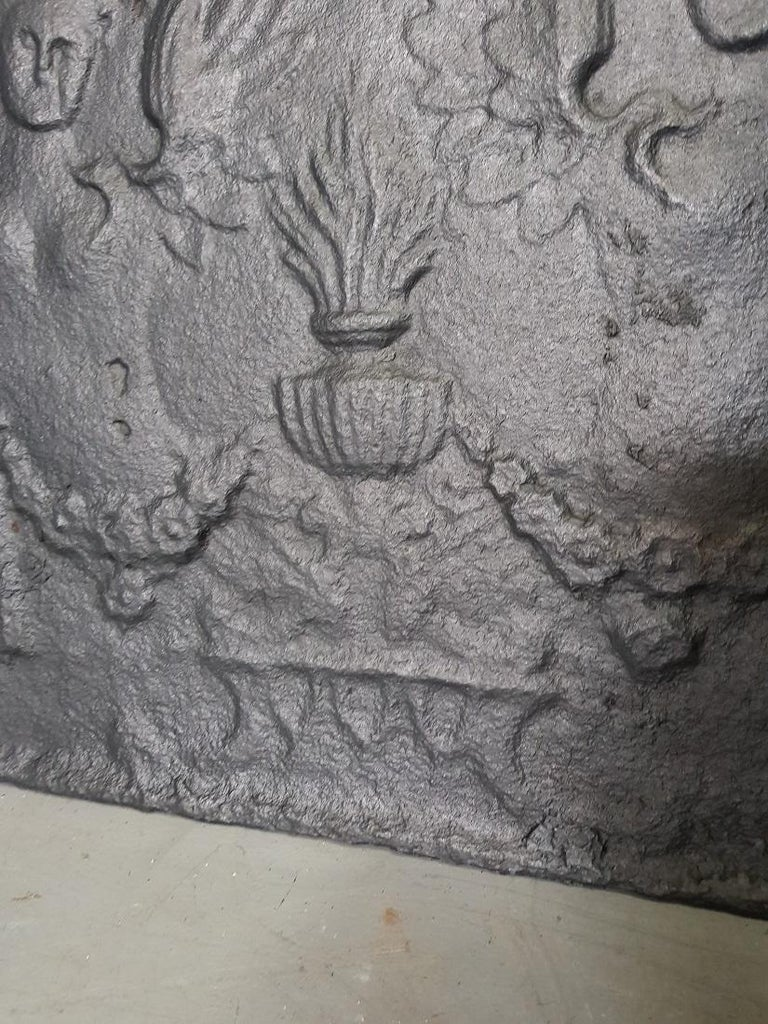 19th Century French Cast Iron Louis XVI Style Fireback with Angels In Good Condition For Sale In Raalte, NL
