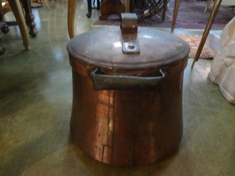 French Provincial 19th Century French Copper Pot with Lid For Sale