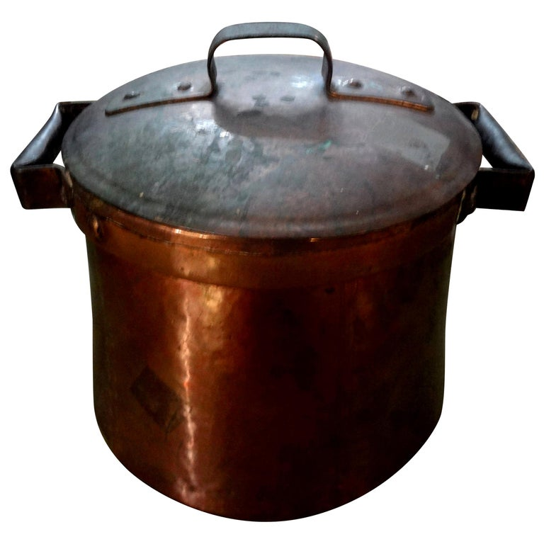 19th Century French Copper Pot with Lid For Sale
