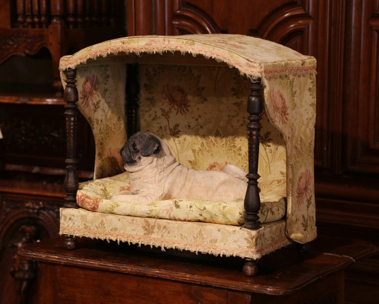19th Century French Directoire Carved Oak Four-Post Dog House and Vintage Fabric For Sale 1