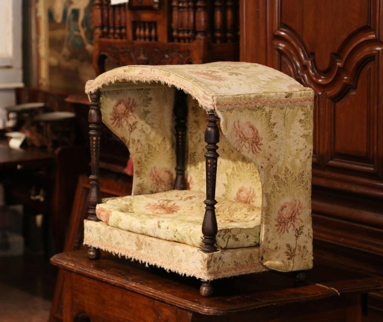 19th Century French Directoire Carved Oak Four-Post Dog House and Vintage Fabric For Sale 2