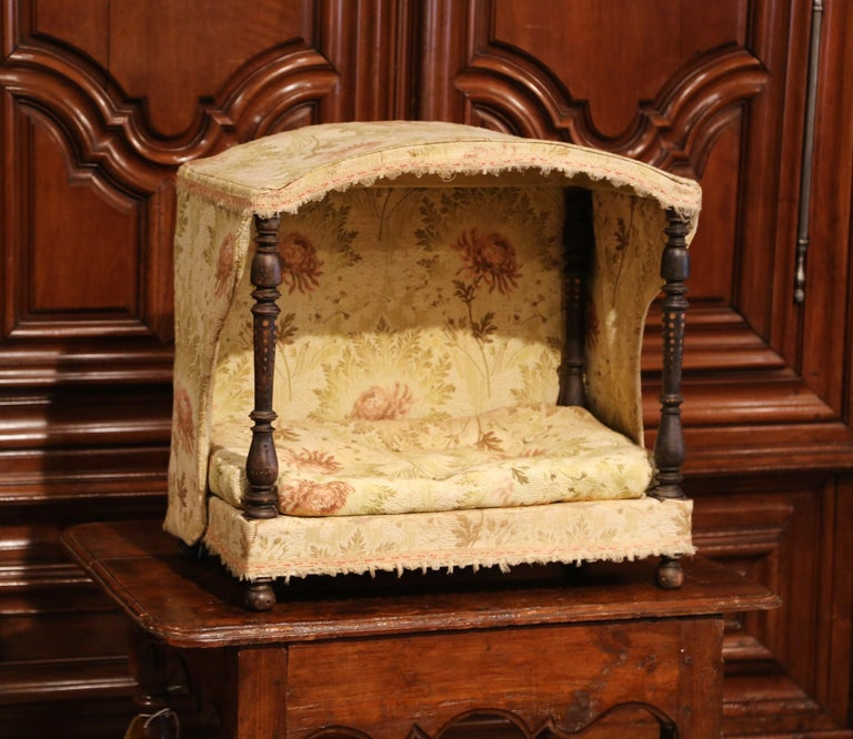 19th Century French Directoire Carved Oak Four-Post Dog House and Vintage Fabric For Sale 3