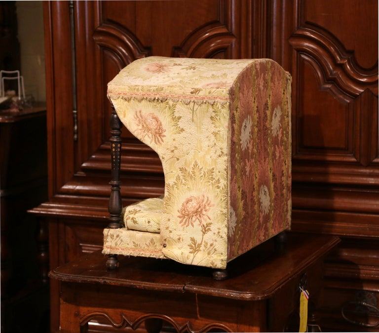19th Century French Directoire Carved Oak Four-Post Dog House and Vintage Fabric For Sale 4