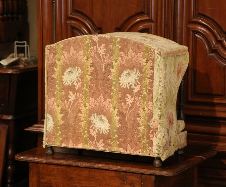 19th Century French Directoire Carved Oak Four-Post Dog House and Vintage Fabric For Sale 5
