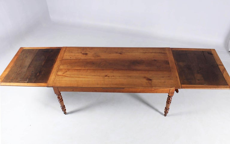 19th Century French Farmhouse or Country House Table, Solid Cherry, circa 1850 In Good Condition In Greven, DE