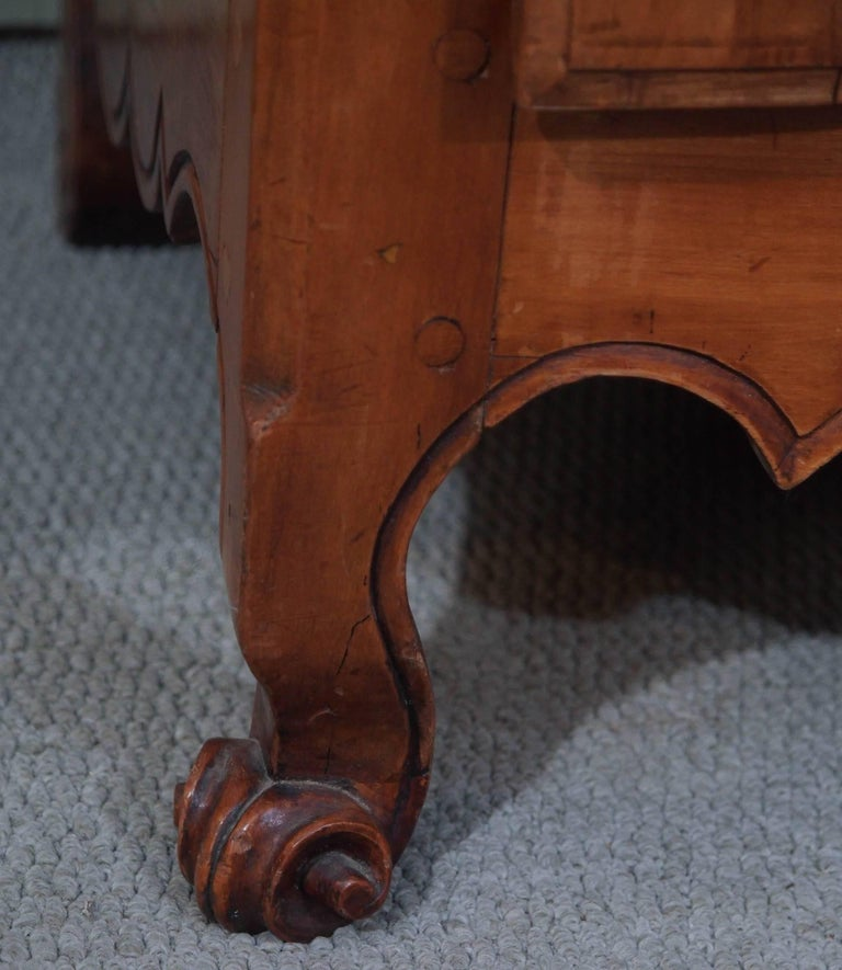 19th Century French Fruitwood Bonnetierre For Sale 4