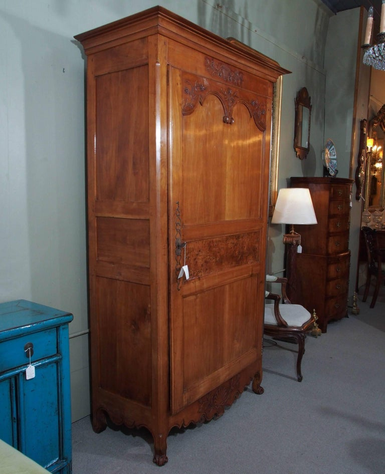 19th Century French Fruitwood Bonnetierre For Sale 5