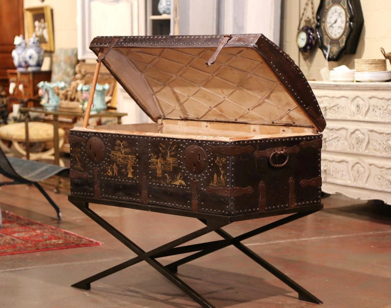 19th Century French Gothic Leather Trunk in Iron Base with Chinoiserie Decor In Excellent Condition For Sale In Dallas, TX