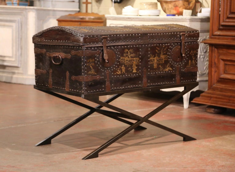 19th Century French Gothic Leather Trunk in Iron Base with Chinoiserie Decor For Sale 2