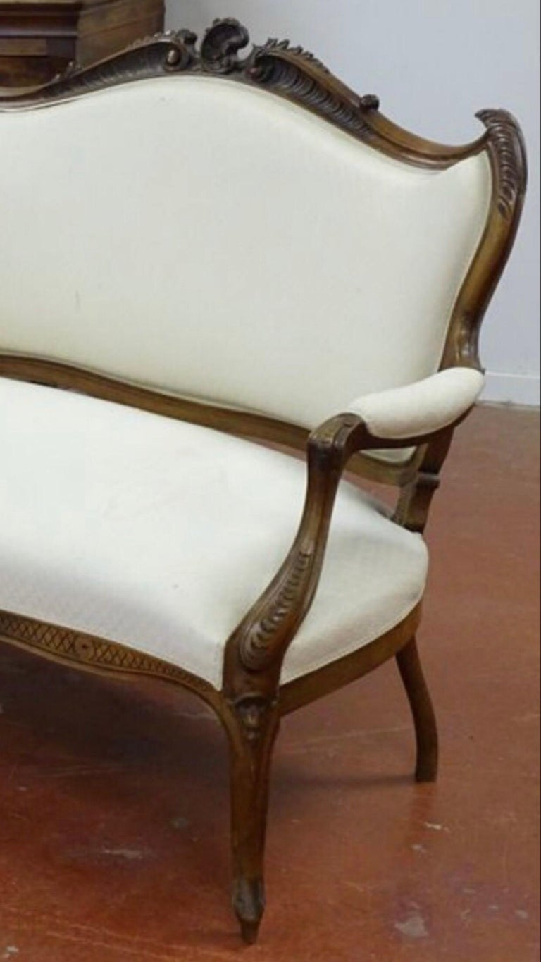 Hand-Carved 19th Century French Hand Carved Walnut Canapé in Louis XV Style Silk Upholstery For Sale