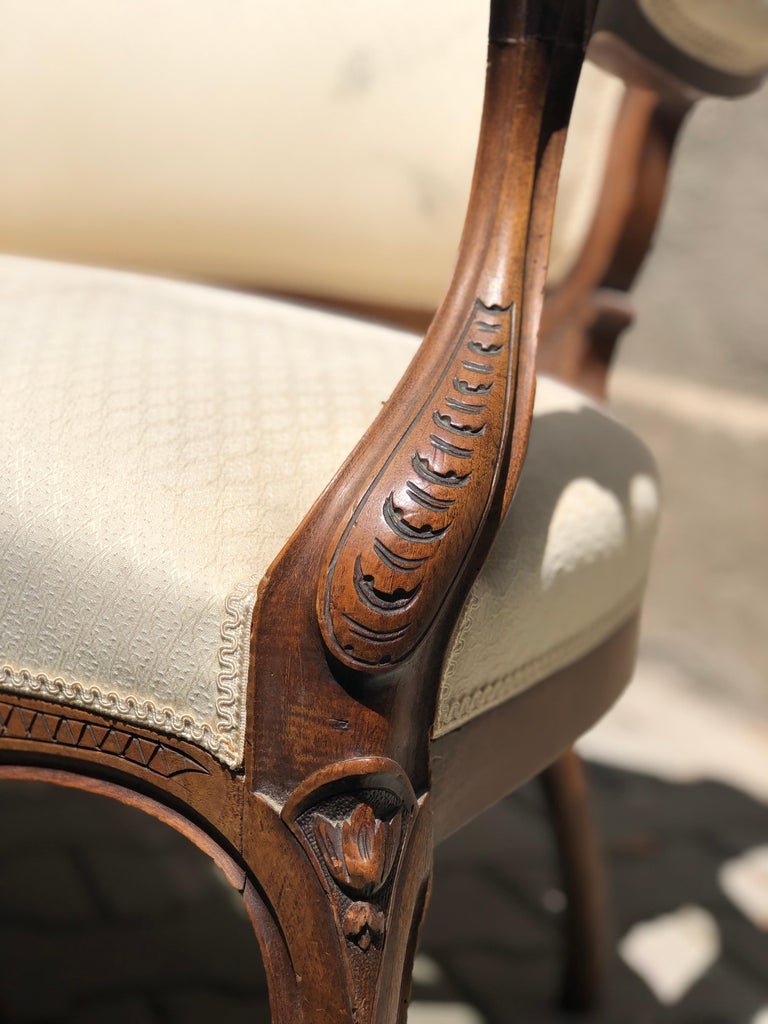19th Century French Hand Carved Walnut Canapé in Louis XV Style Silk Upholstery For Sale 1