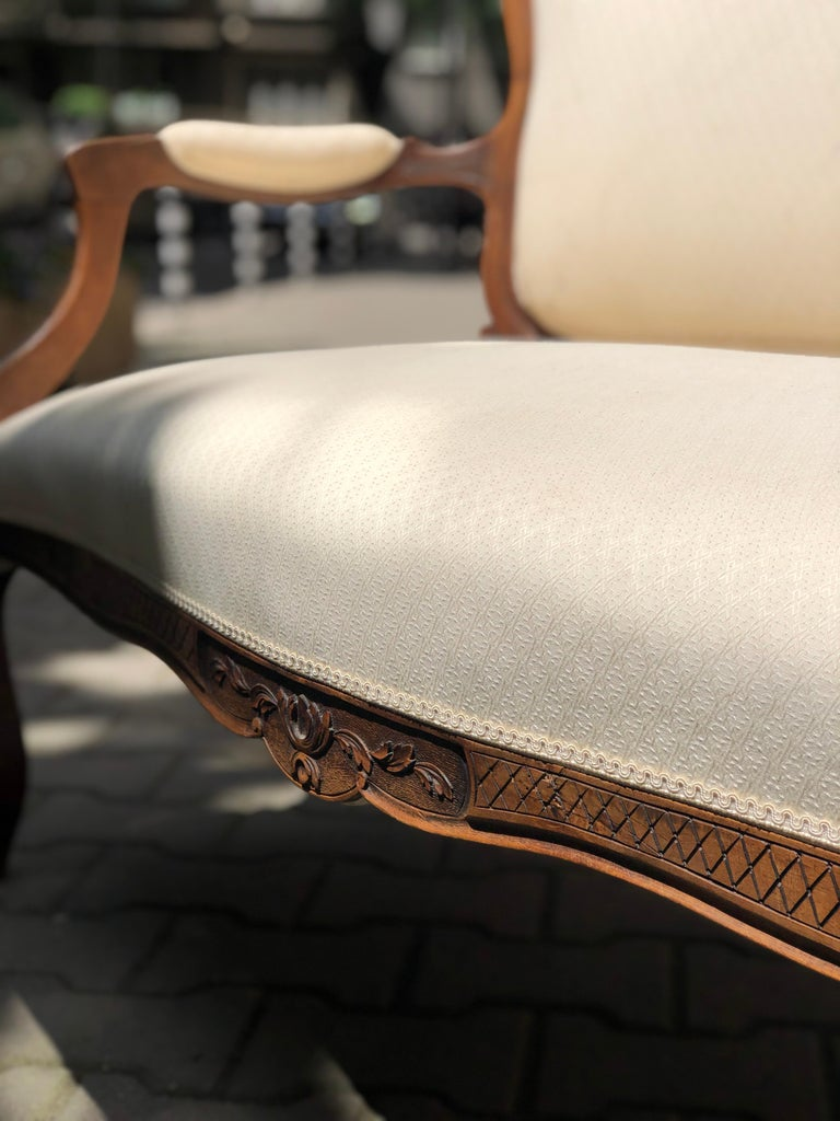 19th Century French Hand Carved Walnut Canapé in Louis XV Style Silk Upholstery For Sale 2