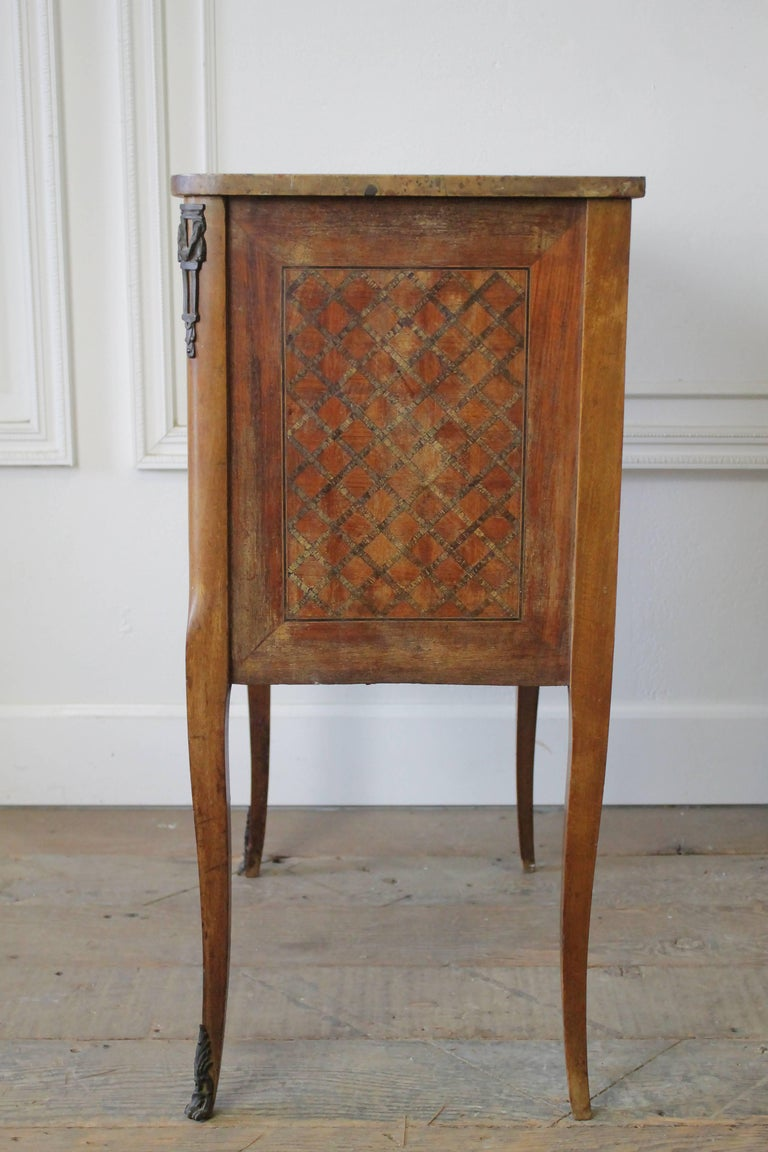 19th Century French Inlay Marble-Top Provincial Style Nightstand Table For Sale 2