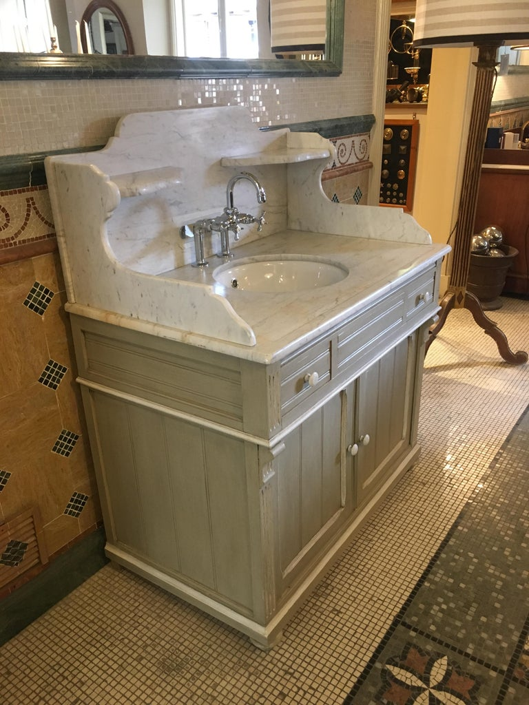 19th Century French Lacquered Cupboard Sink with Carrara Marble Top, 1890s In Good Condition For Sale In Florence, IT