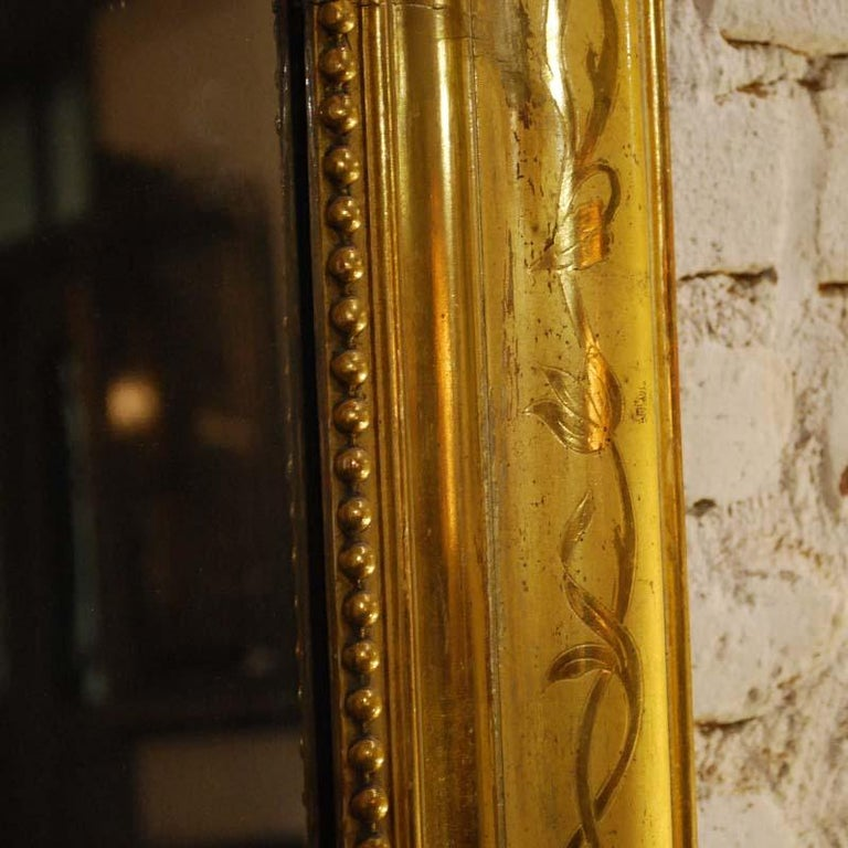 19th-century French Louis Philippe gold leaf gilt mirror with crest For Sale 7