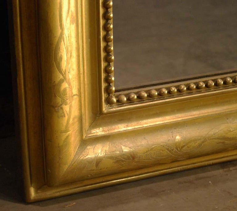 19th-century French Louis Philippe gold leaf gilt mirror with crest For Sale 10
