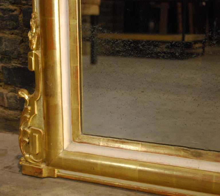 19th-century French Louis Philippe gold leaf gilt mirror with crest For Sale 2