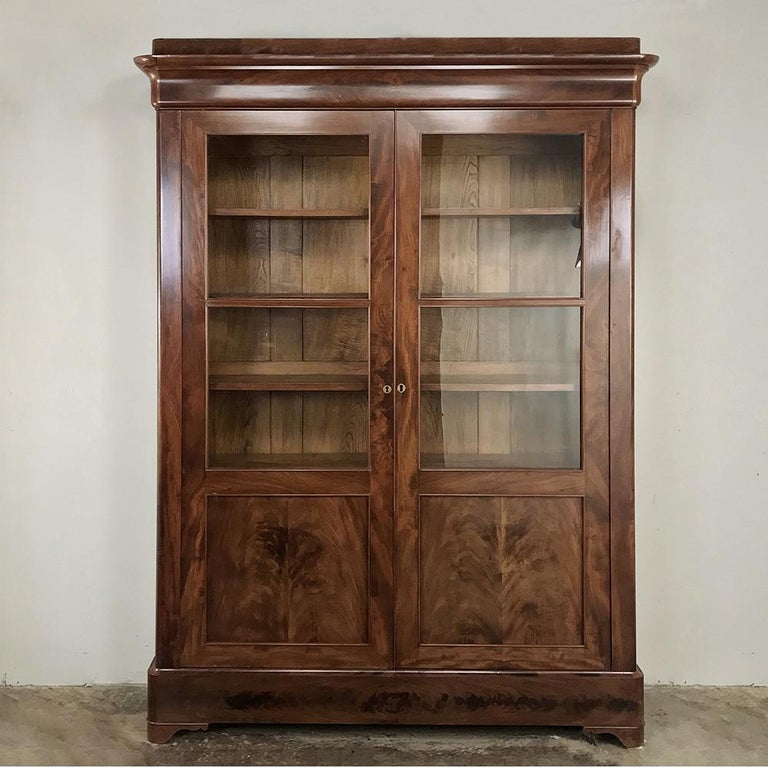 19th Century French Louis Philippe Mahogany Bookcase In Good Condition For Sale In Dallas, TX