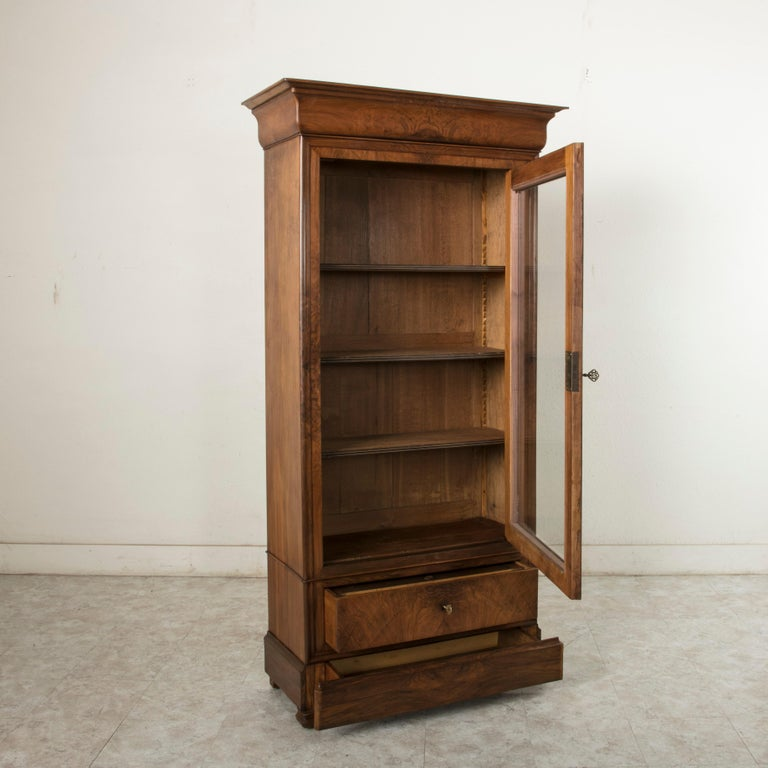 19th Century French Louis Philippe Period Book Matched Walnut Vitrine Bookcase For Sale 7
