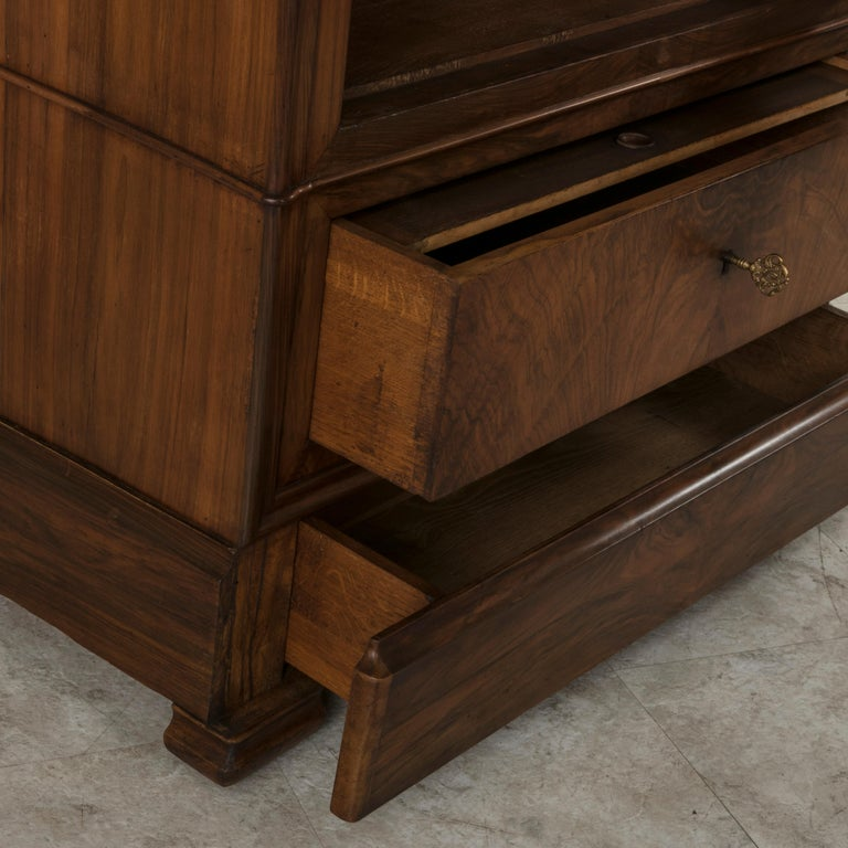 19th Century French Louis Philippe Period Book Matched Walnut Vitrine Bookcase For Sale 8