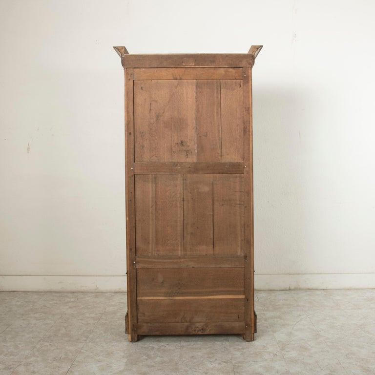 19th Century French Louis Philippe Period Book Matched Walnut Vitrine Bookcase For Sale 1