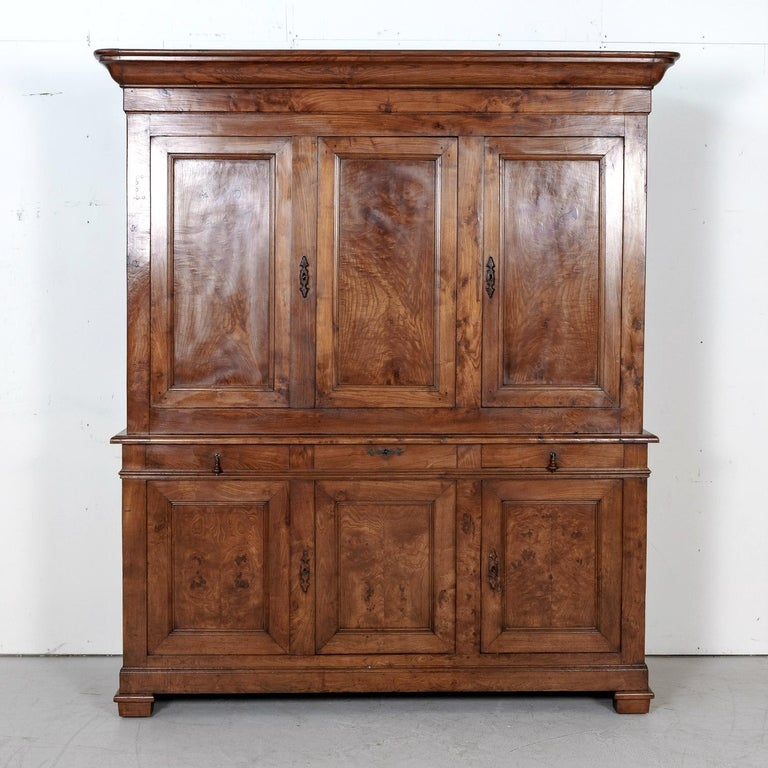 Period French Louis Philippe Chestnut and Burled Chestnut Buffet Deux Corps In Good Condition In Birmingham, AL